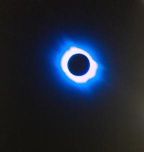 L Lune halo bleue