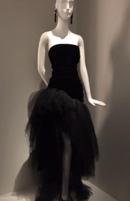 M tis 1 robe noire YstL